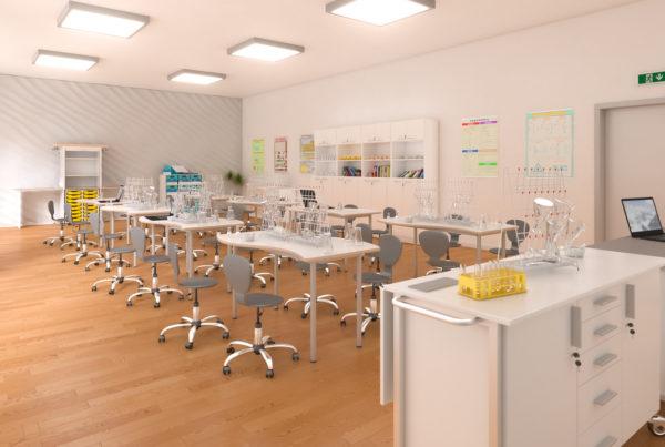 Szkolna sala chemiczna wyposażona w sprzęt laboratoryjny i pomoce dydaktyczne zgodnie z V kryterium Rezerwy Oświatowej.