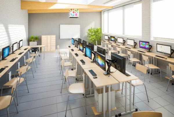 Nowoczesna sala informatyczna w szkole podstawowej