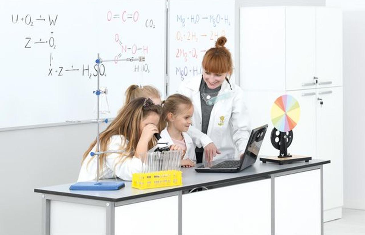 Eksperymenty i doświadczenia z przedmiotów przyrodniczych. sprzęt zakupiony w ramach Rezerwy Oświatowej
